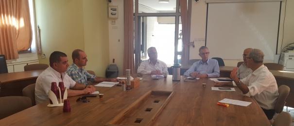 المركز العربي للتخطيط البديل وبلدية شفاعمرو يجتمعان لتعزيز التعاون حول توزيع الضرائب البلدية لمعامل تكرير البترول